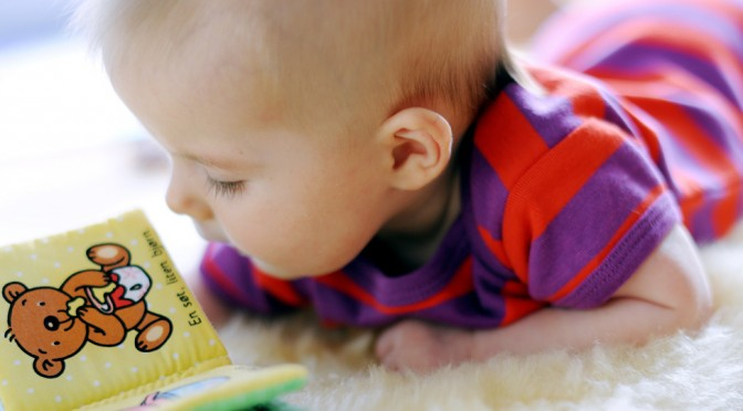 Slik leser du for barn som er 4 måneder