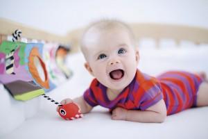 Baby elsker å speile seg