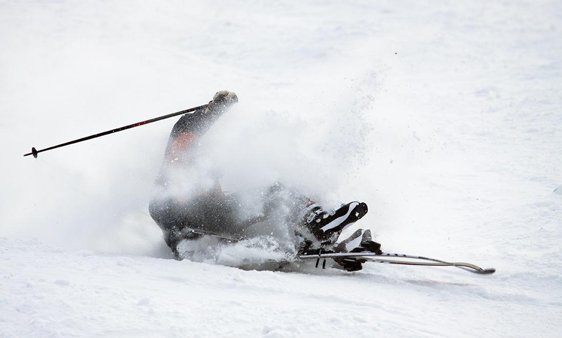 Å kjøre slalåm med én ski og én stav