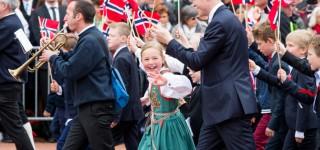 Øv på de tradisjonelle 17. mai-sangene