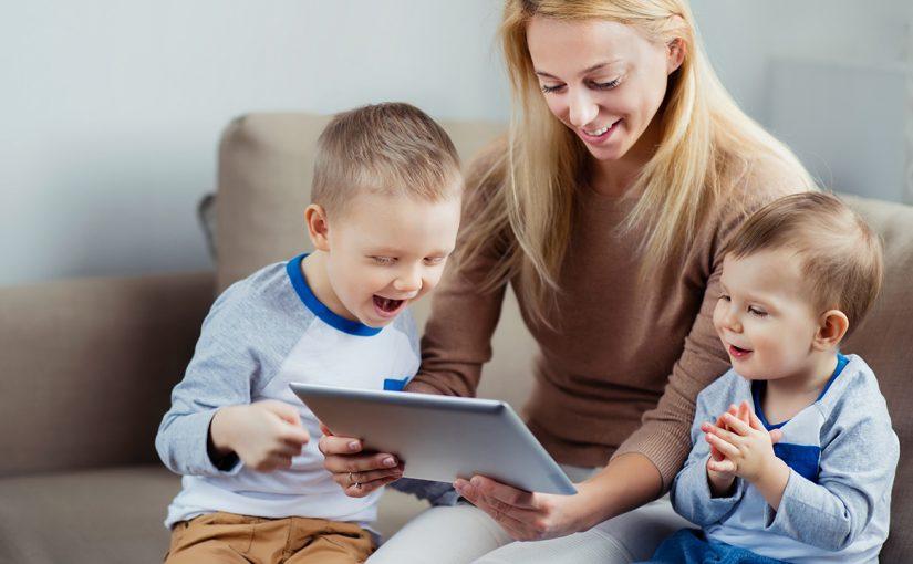 Hvor mye skal barna sitte på nettbrett?
