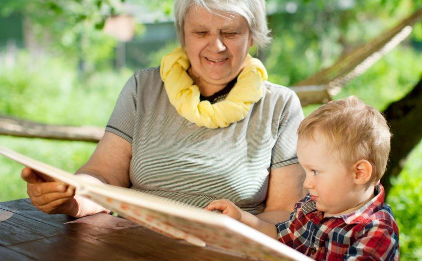 7 grunner til hvorfor du bør lese for barnet i sommer