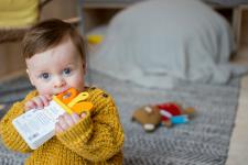 Kan barn tygge på bøker?