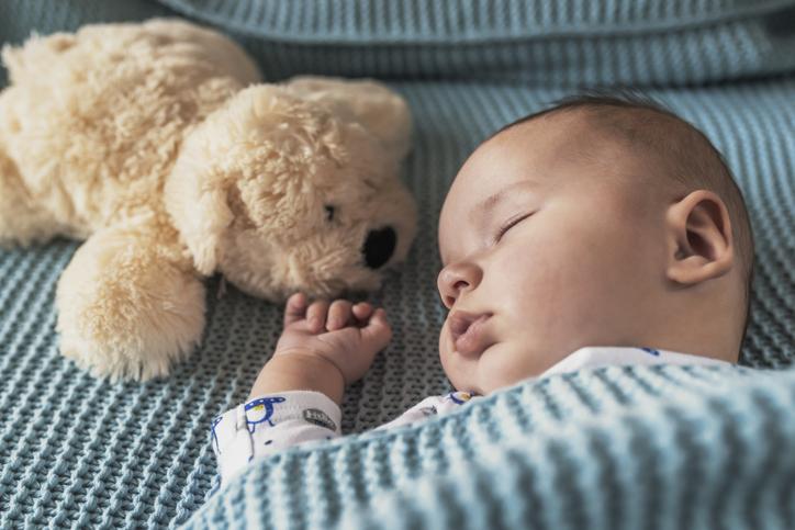 Leser du for barnet ditt kan det enklere falle i søvn